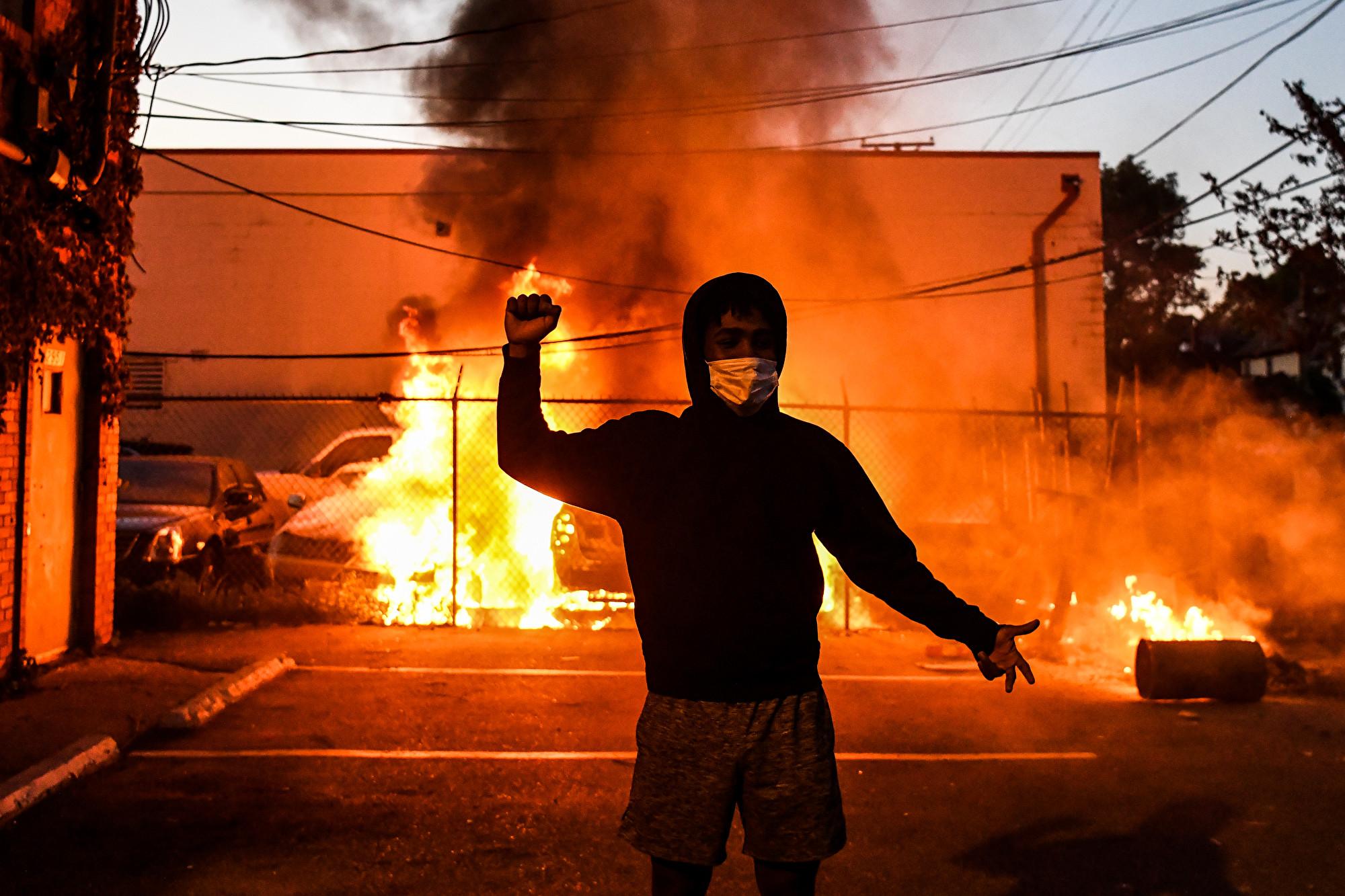 抗議演變為暴力活動 美十二州啟用國民衛隊