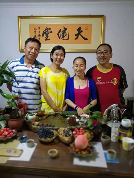 2018年夏,趙中元醫生和夫人、包龍軍律師、王宇律師。(趙中元提供)