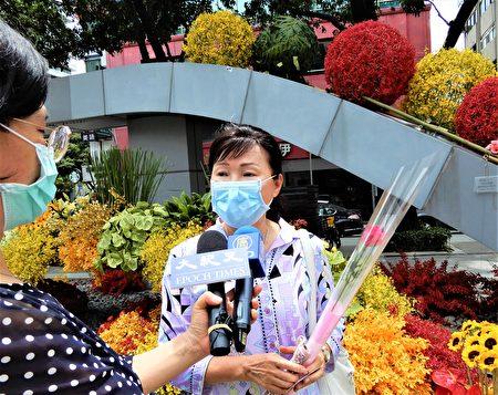 中华花艺研究推广基金会董事长吴淑娟透露活动的缘起,想用行动力挺花农。
