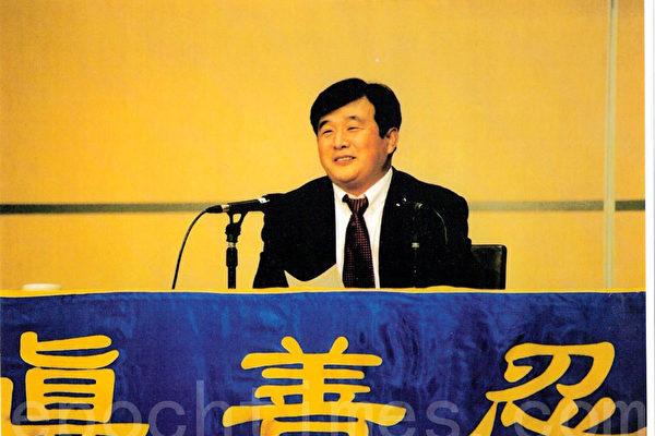 1999年5月初,法輪功創始人李洪志大師第三次來到澳洲悉尼講法。(大紀元)