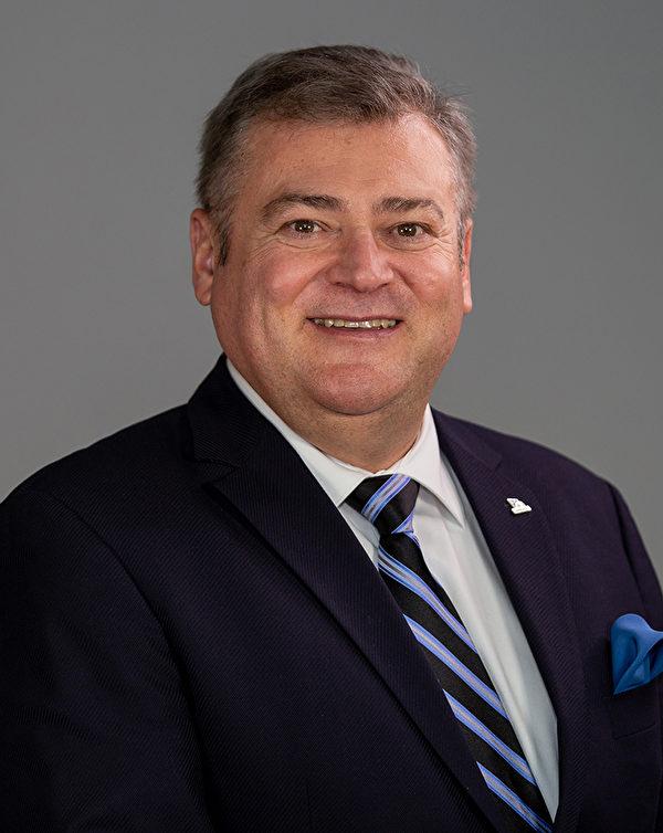 安省新市(Newmarket)市議員鮑勃·卡皮斯(Bob Kwapis)