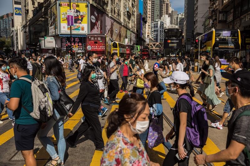 組圖:疫情下香港黃金周 民眾發起「和你唱」