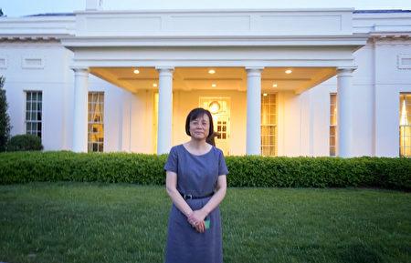 Terry Gao女士2000年開始修煉法輪功,癌症不治而癒,圖為2015年她在借調到白宮工作期間留影。(本人提供)