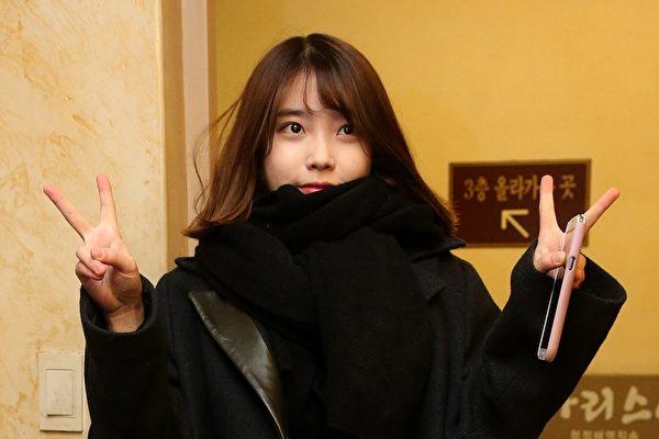 IU生日又與粉絲聯名捐款 唱《eight》獻粉絲