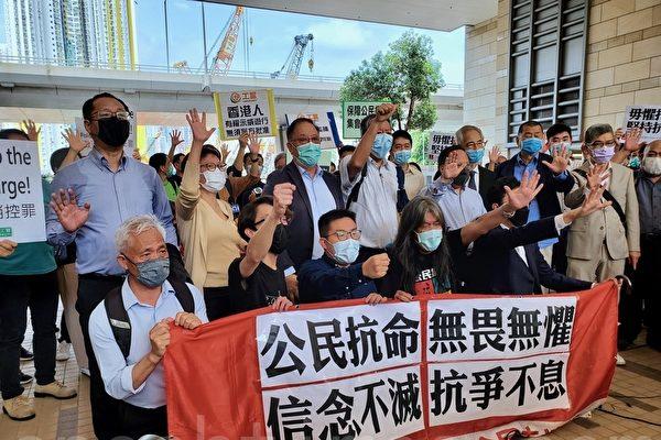 香港十五民主派被控非法集結