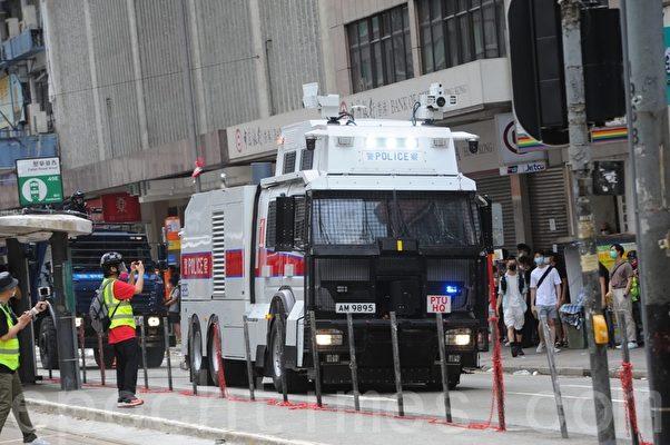 2020年5月24日,香港反國安法遊行。水炮車停在軒尼詩道。(宋碧龍/大紀元)