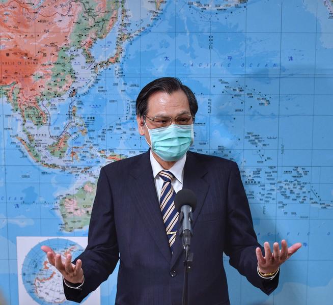 中華民國陸委會主委陳明通2020年5月28日在立法院答覆媒體提問時表示,台灣將以「香港人道援助行動專案」幫助香港,期望達成三大目標,分別是「居留、安置、照顧」。(中央社)