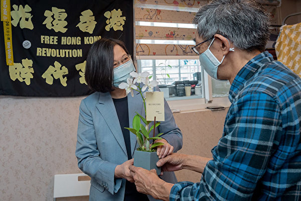 中華民國總統蔡英文5月29日上午參訪「銅鑼灣書店」。(總統府)