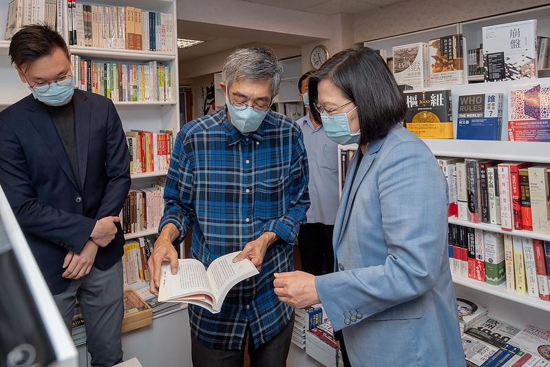 蔡英文訪林榮基 強調成立專案小組協助港人