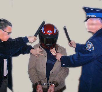 中共酷刑示意圖:毆打頭部。(明慧網)