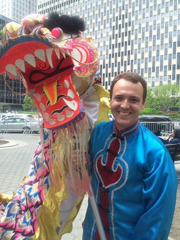 Pete Benedetti在紐約曼哈頓法輪大法遊行後。(Diane Benedetti提供)(明慧網)