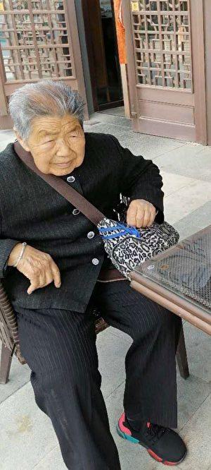 寧先華家中遭遇強拆,百歲老娘無家可歸。(受訪者提供)