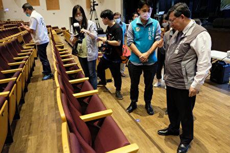桃园市长郑文灿视察中坜艺术馆改善工程。