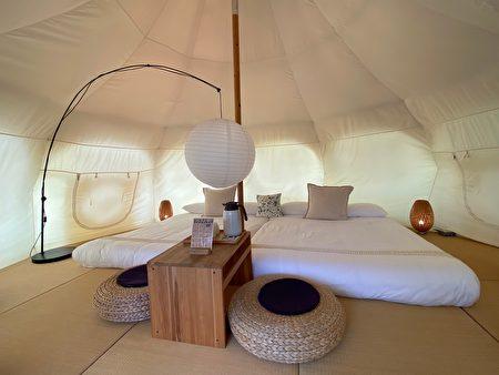 山那村裡的帳篷內裝,是日式榻榻米風格。