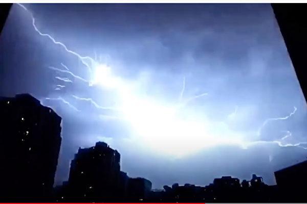 12小時14萬次閃電 湖北湖南網友被嚇醒