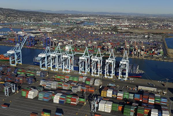 專家認為,台美簽FTA是必然會發生的。圖為美國的貨櫃碼頭。(SCOTT VARLEY/AFP via Getty Images)