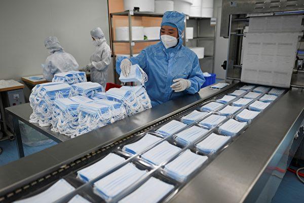 圖為口罩工廠示意圖。(WANG ZHAO/AFP via Getty Images)