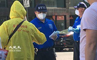 市警109分局向市民派发口罩