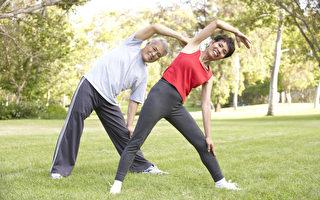 举办周六户外健身课 北约克两姊妹受邻居欢迎
