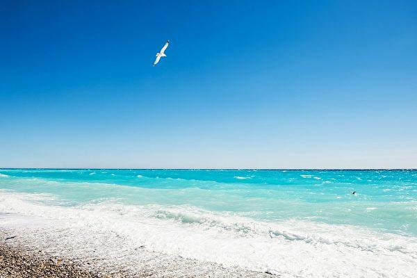 研究發現清爽海風裡也含有微塑料