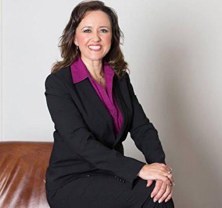澳洲大律師、國際人道法專家蘇菲·約克(Sophie York)表示,江氏集團的不安全感和私慾不能構成踐踏法輪功信仰的正當理由。(本人提供)