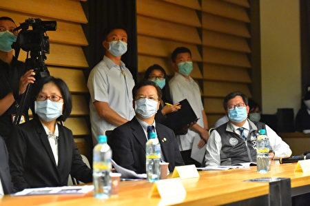 蔡英文总统四日在经济部长沈荣津、桃园市长郑文灿陪同参访飨宾餐旅集团总部。