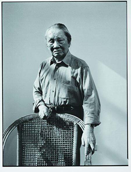 鍾肇政在文學創作之外,也長期從事翻譯工作,將日本文學引介給臺灣,為臺籍作家開拓出創作與交流的空間。