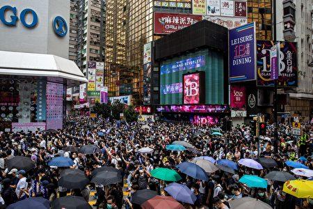 港人上街反對國安法。