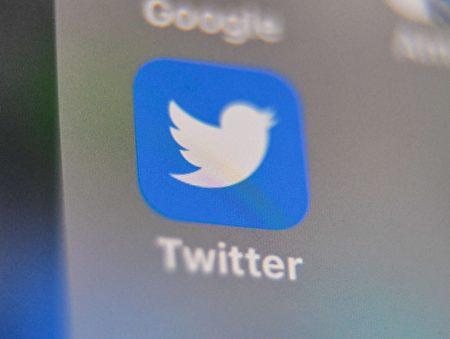 媒體人「財經冷眼」呼籲,成立自媒體協會,抵制谷歌、推特等大公司言論審查。(DENIS CHARLET/AFP via Getty Images)