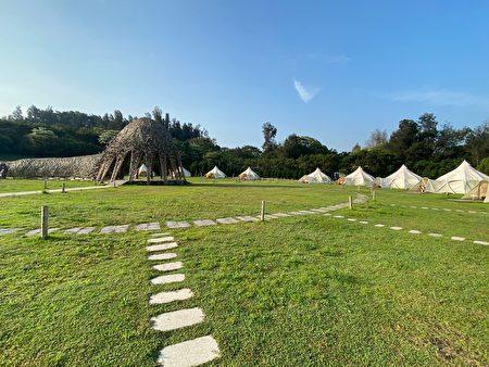 15頂帳篷圍繞著情天幕。