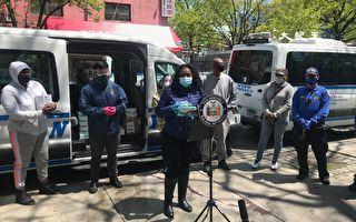金兌錫向法拉盛政府樓居民捐1千個口罩