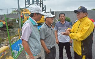 豪雨袭击  屏东县长巡视防洪设施及农损