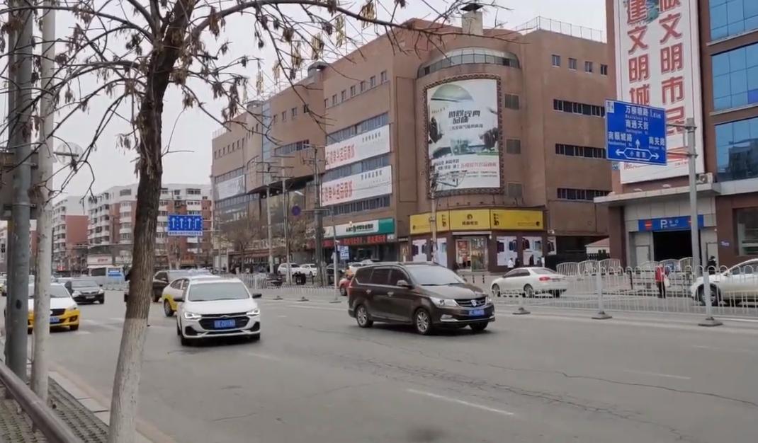 繼黑龍江爆發中共病毒疫情後,東北三省的疫情持續告急。吉林省舒蘭2020年5月11日宣佈進入戰時狀態,13日吉林全省封城。同時,疫情迅速擴散至遼寧省瀋陽市,當地一家軍醫院遭到封院,目前兩省超過八千人被隔離。(影片截圖)