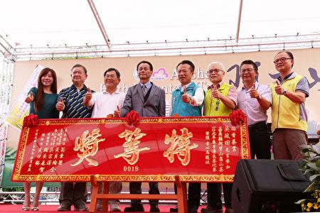 瑞香茶葉吳政田先生(左4)參加「嘉義縣阿里山高山茶109年春季優良茶競賽」榮獲青心烏龍組特等獎。