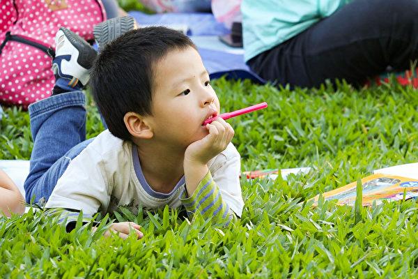多动症症状大约会在孩子4岁左右发现,之后会越来越明显,孩子7~8岁时最为严重。(Pixabay)