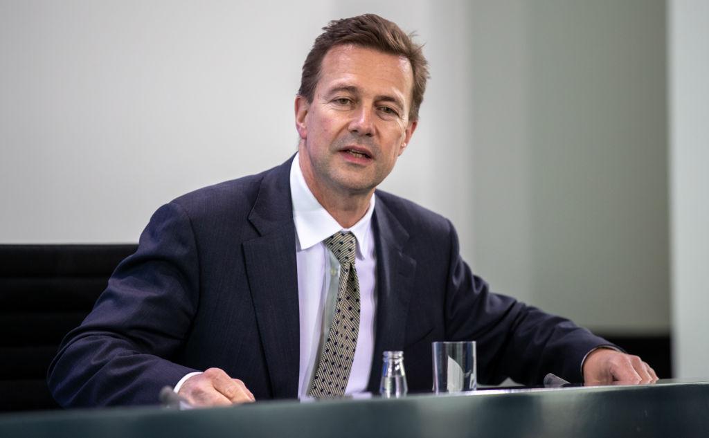 德國聯邦政府發言人塞柏特敦促中共,保障香港的權利和自由。(Andreas Gora - Pool/Getty Images)