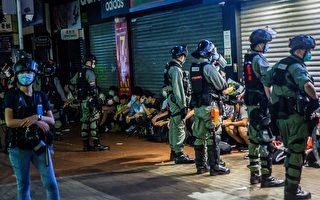 5月10日,防暴警察抓捕市民。( ISAAC LAWRENCE/AFP via Getty Images)