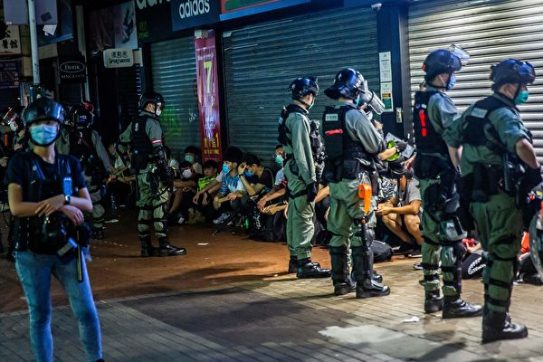組圖:5.10港人商場「和你唱」 逾百人被抓
