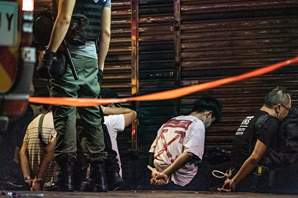 5月10日,防暴警察在抗議現場抓捕民眾。( Anthony Kwan/Getty Images)