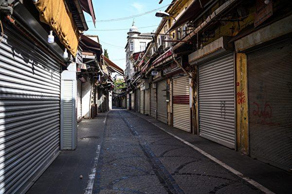 2020年5月16日,土耳其伊斯坦布爾,為了防止中共病毒傳播,實行為期4天的管制,歷史悠久的香料市場附近的街道和商店空無一人。(OZAN KOSE/AFP via Getty Images)