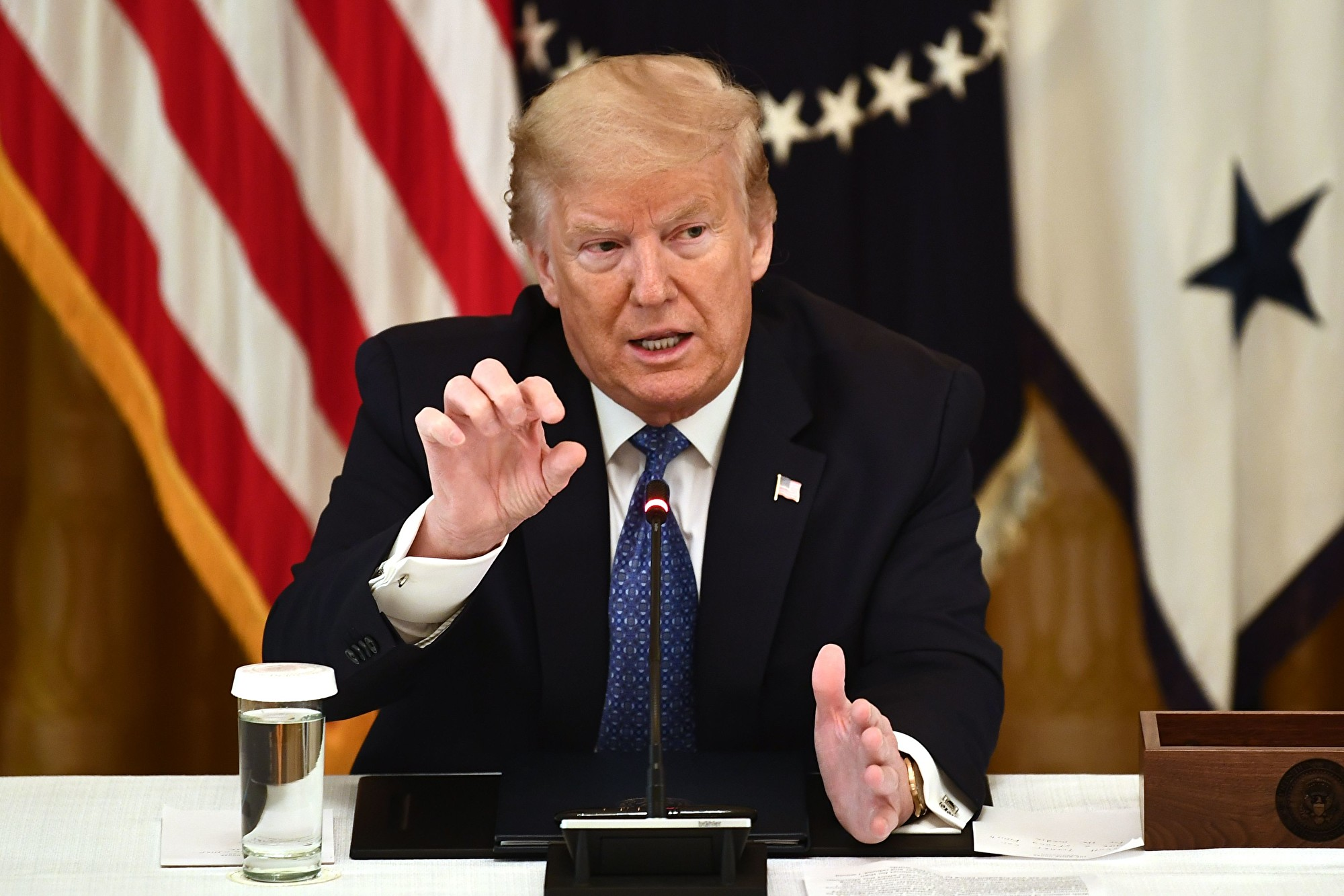 美國總統特朗普簽署了一項行政命令,指示聯邦機構削減法規,這相當於監管政策的全面改革,也將幫助美國從疫情的打擊中復甦。(BRENDAN SMIALOWSKI/AFP via Getty Images)
