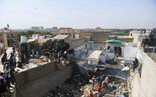 组图:巴基斯坦客机在住宅区坠毁 97人罹难