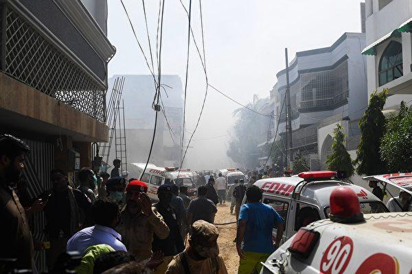 5月22日,巴基斯坦國際航空一架空中客機在巴基斯坦卡拉奇附近墜毀,機上總共有107人,全部罹難。(ASIF HASSAN/AFP via Getty Images)