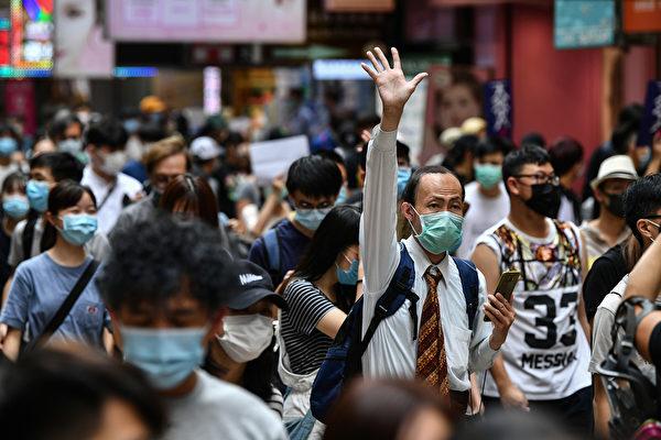 "5月24日,大批港人举行游行,反对""港版国安法""。(ANTHONY WALLACE/AFP via Getty Images)"