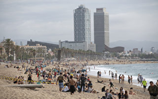 组图:西班牙放宽管制 大批民众走出户外