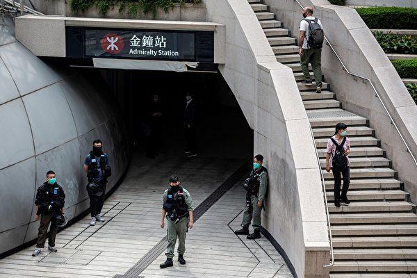 5月27日,防暴警察一早就在立法會一帶嚴密佈防。(ISAAC LAWRENCE/AFP via Getty Images)