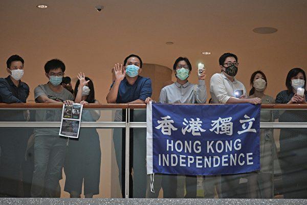 2020年5月28日,港人在中環置地廣場及商場內抗議。(ANTHONY WALLACE/AFP via Getty Images)