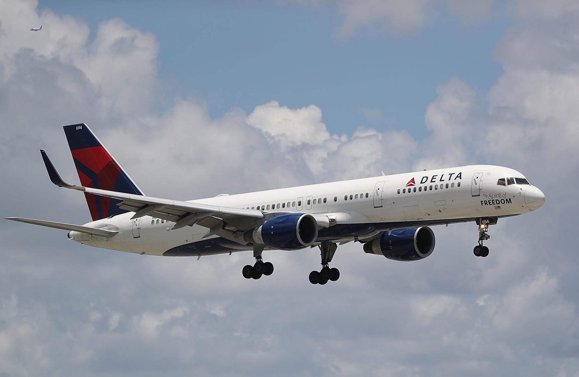 美方或將修訂中國客機往返美國禁令