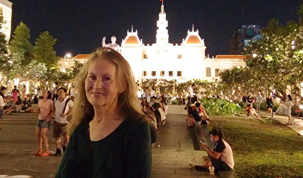 澳洲法輪功學員喬伊(Joy Gibb)認為遇到法輪大法是她人生中最大的財富。(本人提供)