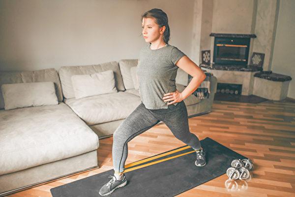 消費者在居家令期間已經習慣了在家鍛鍊,他們可能需要一段時間才能準備好再次回到體育館。(Shutterstock)